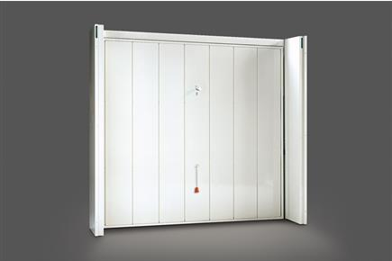 Internal coating with vertical metal sheet panels arranged