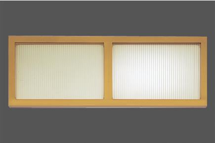 Above the overhead door can be a fixed glass fanlight or wasistas installed. It comes with multiwall polycarbonate sheets, on request (10 mm of thickness) and protective fingers
